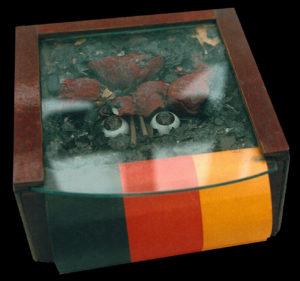 Grab (1995) von Yolanda Feindura